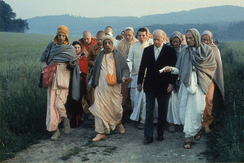 800px-prabhupada_on_a_morning_walk_with_baron_von_durkheim_in_frankfurt.jpg