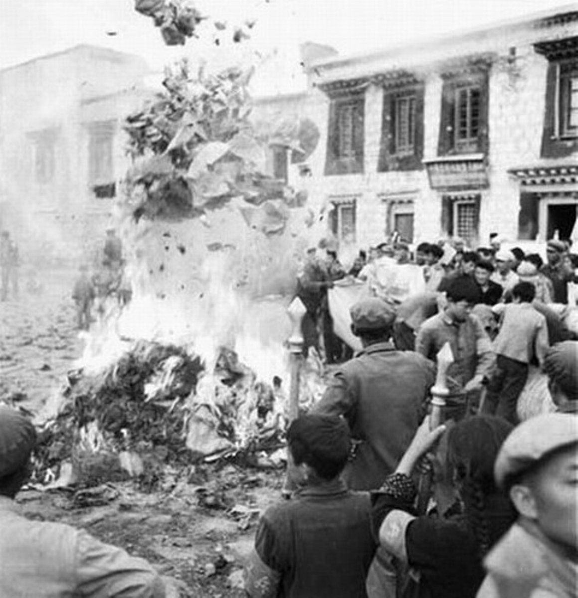 burning-religious-texts-and-antiques-during-the-cultural-revolution-.jpg