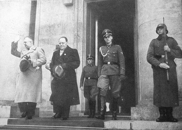 Gunnar and Lohse leaving Hitler