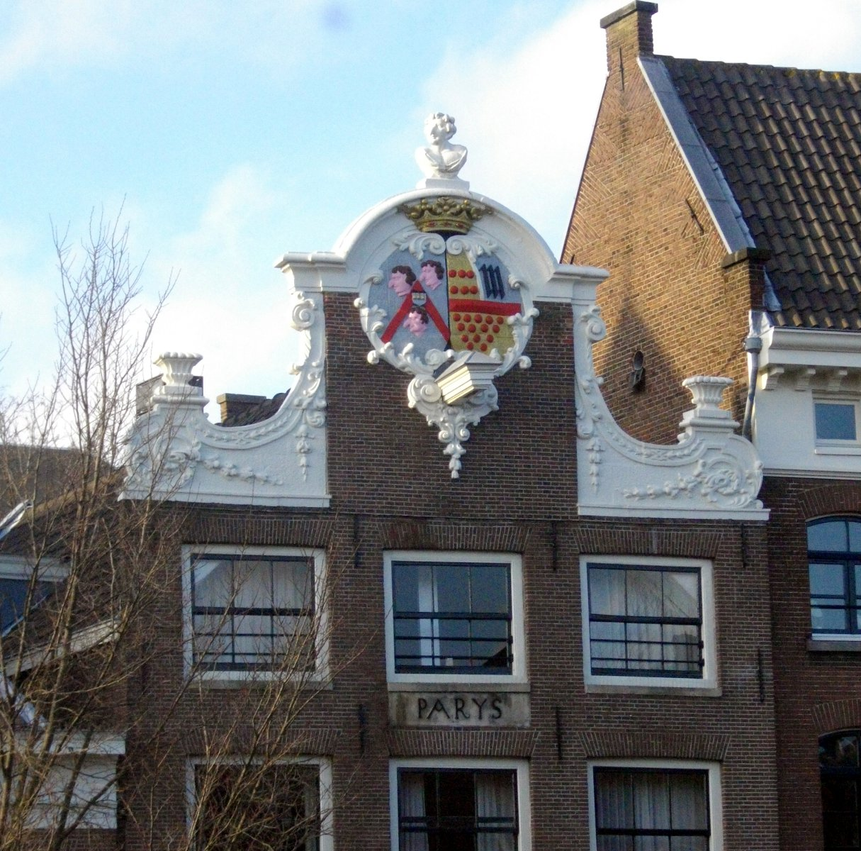 huge_nose_house_in_amsterdam_1254311.jpg