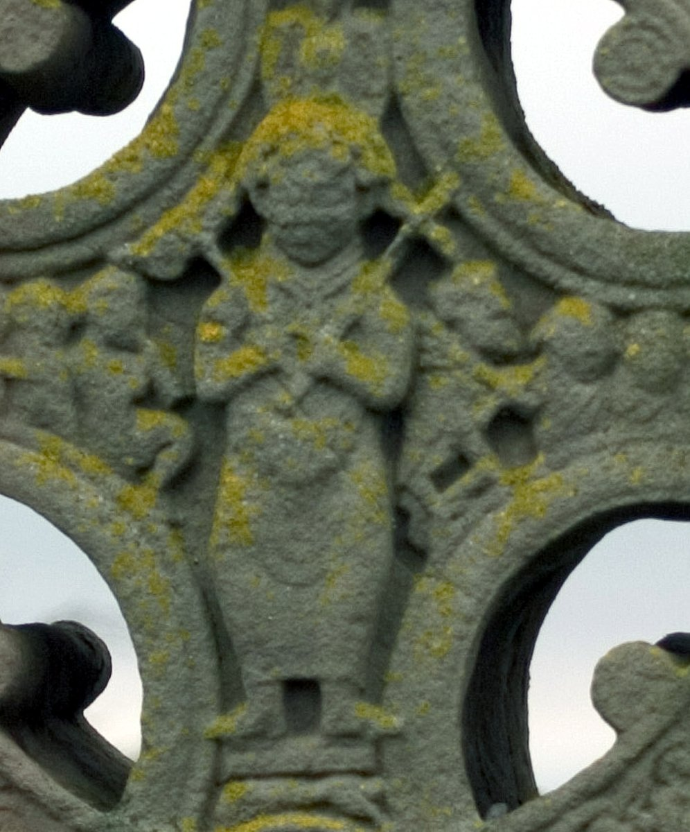 Irish_high_cross_Clonmacnois 2