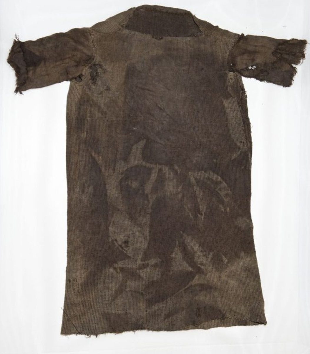 Tunic-after-conservation-1024x682