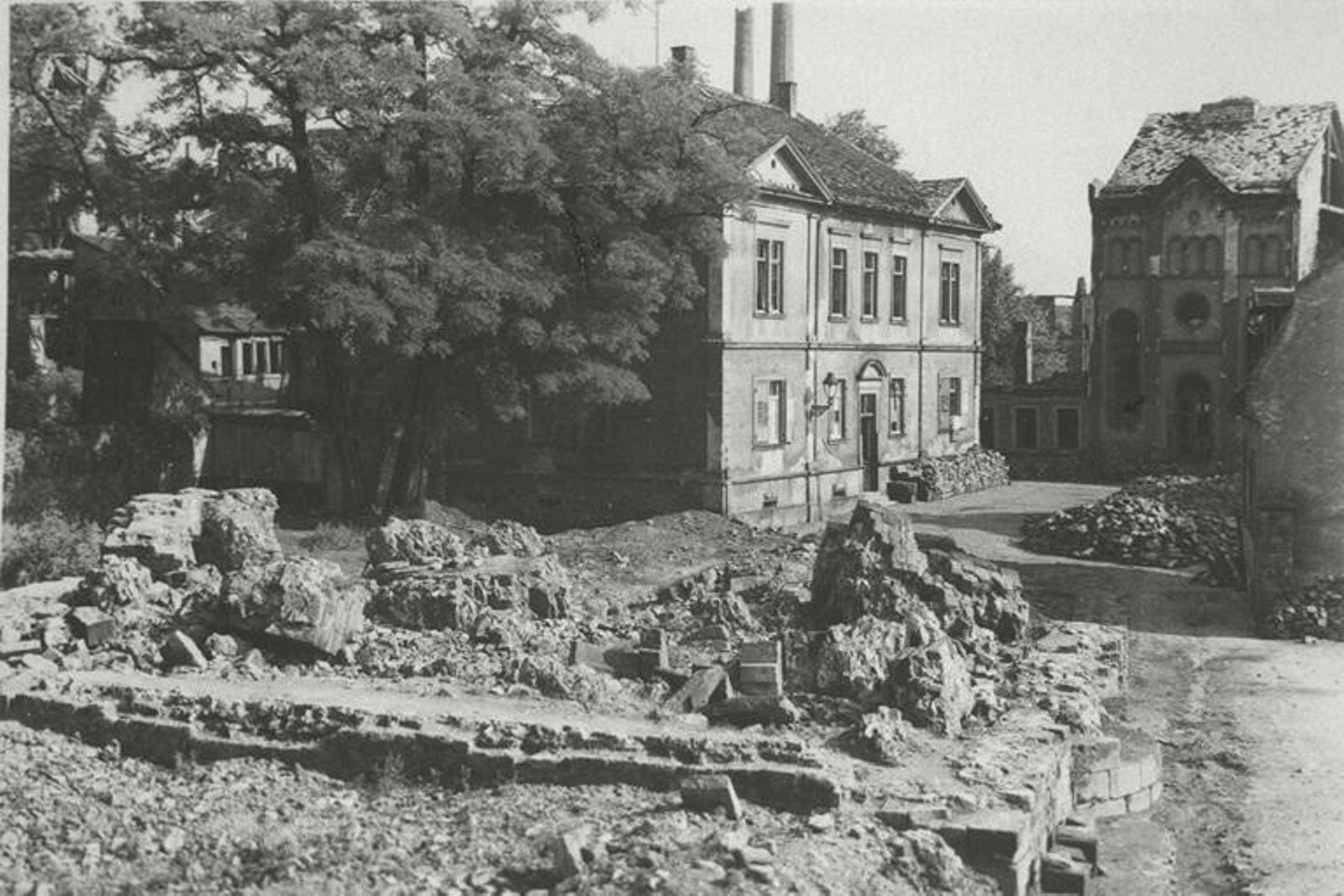 worms_synagogue_rubble_1258942.jpg